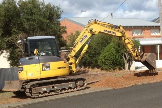 Excavator 8 tonne Komatsu Crawler with Rock Breaker Attachment